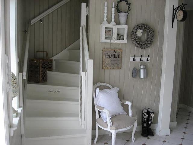 liker detaljen med byggeåret i trappen