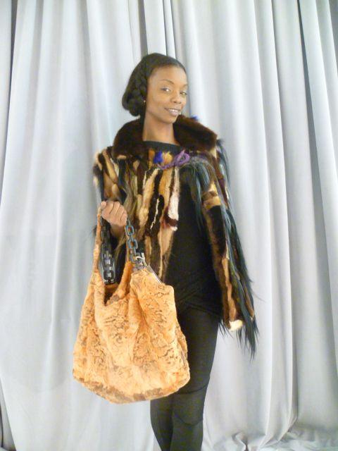 Pelliccia in visone e borsa in zampa di persiano