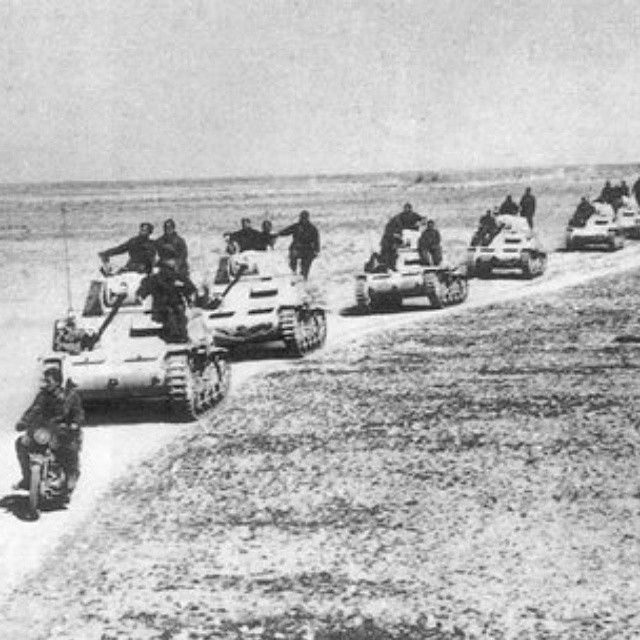 Last photo of the armoured Ariete division before the battle of El Alamein 1942, pin by Paolo Marzioli