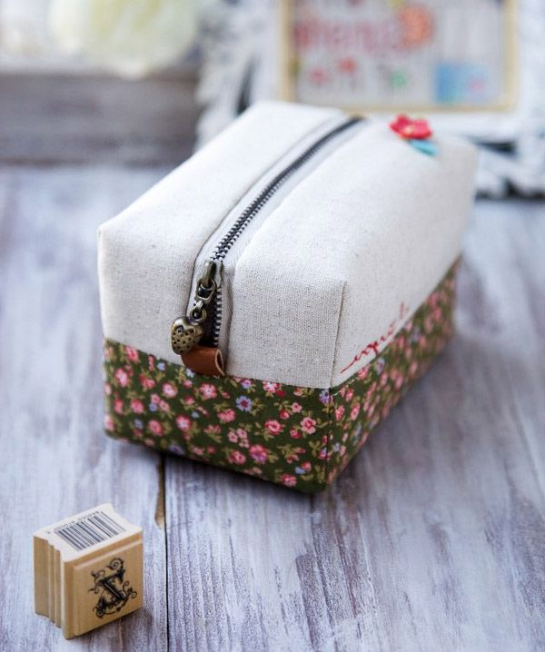 How to make this cute block zip pouch. DIY Tutorial.