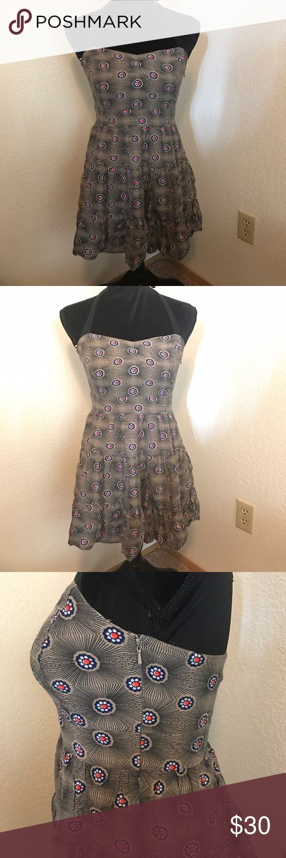 Free People Size 4 Halter Dress This dress is in good condition. It is an halter dress and it is a size 4. There is a zipper part on the side to help keep the dress in place. Free People Dresses Mini