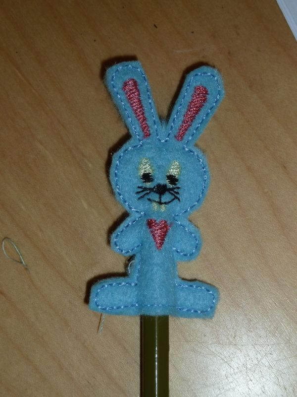 Bunny Pencil Topper: Pencil Toppers, Design Freebies, Embroidery Free, Bunnies Pencil, Free Embroidery, Fsl Design, Machine Embroidery, Embroidery Designs, Embroidery Machine