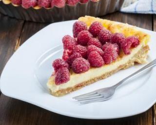 Tarte aux framboises et à la crème vanillée minceur sans cuisson : http://www.fourchette-et-bikini.fr/recettes/recettes-minceur/tarte-aux-framboises-et-a-la-creme-vanillee-minceur-sans-cuisson.html