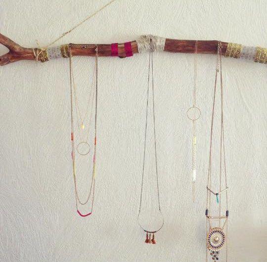 nouvel article sur le blog fabriquer un porte bijoux avec une branche. Black Bedroom Furniture Sets. Home Design Ideas