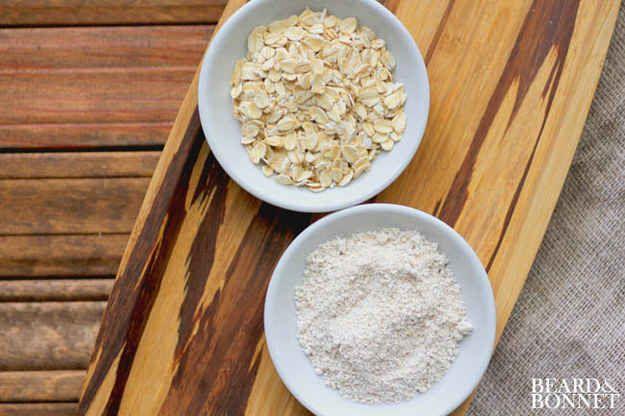Hacer su propia harina libre de gluten con la avena.