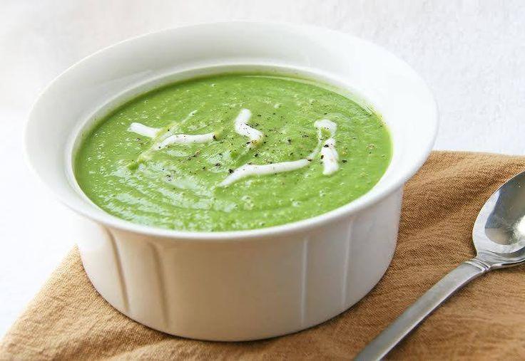 Os dias frios ainda não chegaram... Mas uma sopa é sempre um prato que aconchega o estômago e aquece a alma!!!  #Sopa_de_ervilhas #receitas #sopas #ervilhas #batatas #cebola
