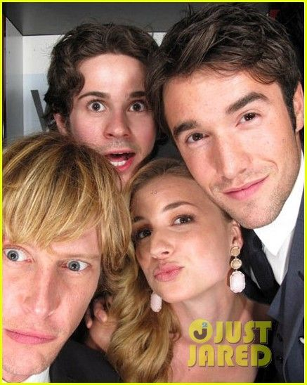 Revenge Cast at Tom Cruise & Katie Holmes: Vanity Fair Oscar's Photo Booth!
