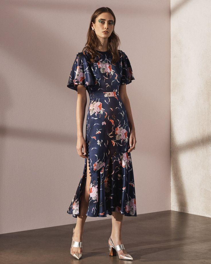 Paging Kate Middleton, STAT. #thatsprettyfunny See the complete Prabal Gurung Pre-Fall 2017 collection.