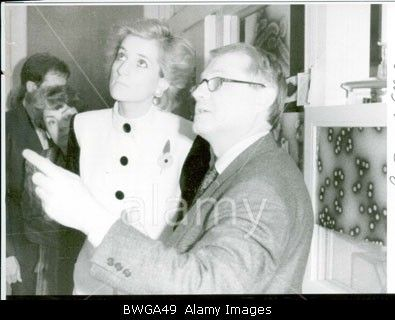 November 8 1988 Diana visits the laboratory at the Pasteur Institute where the AIDS virus was isolated by Professor Montagnier