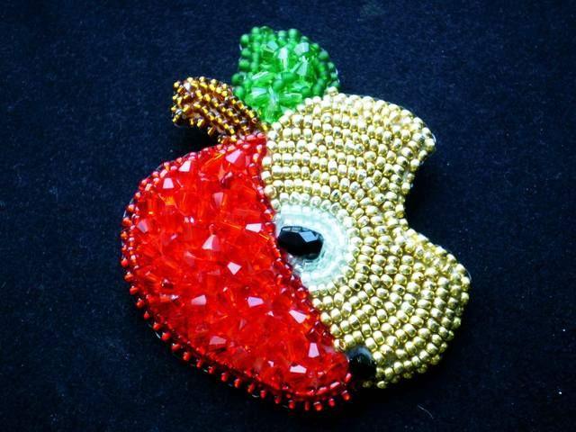 Яблочко красное