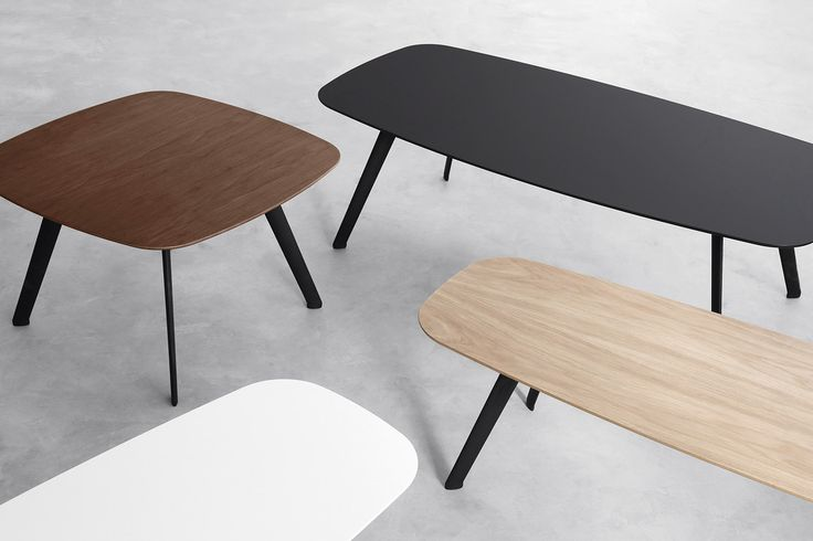 The new STUA Solapa tables come in 3 sizes: 60 x 60 cm 60 x 120 cm 40 x 120 cm Four finishes: Oak, walnut, black and white. Two heights: 30 or 36cm. SOLAPA: www.stua.com/design/solapa