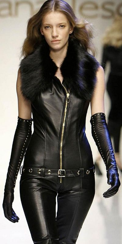 Closer up shot of the Giuliana Teso leather catsuit and gloves… The fox fur trim on this takes it to a completely higher level