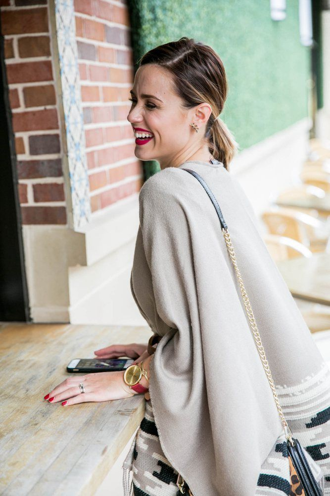 How to wear ponchos | red lips | Fall outfit