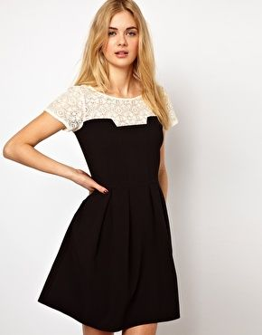 DRESS WITH SHOULDERS LACE