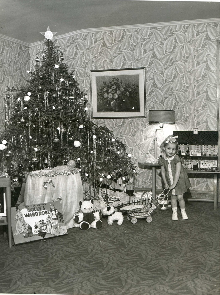 Vintage Christmas... look at that wall paper and carpet!