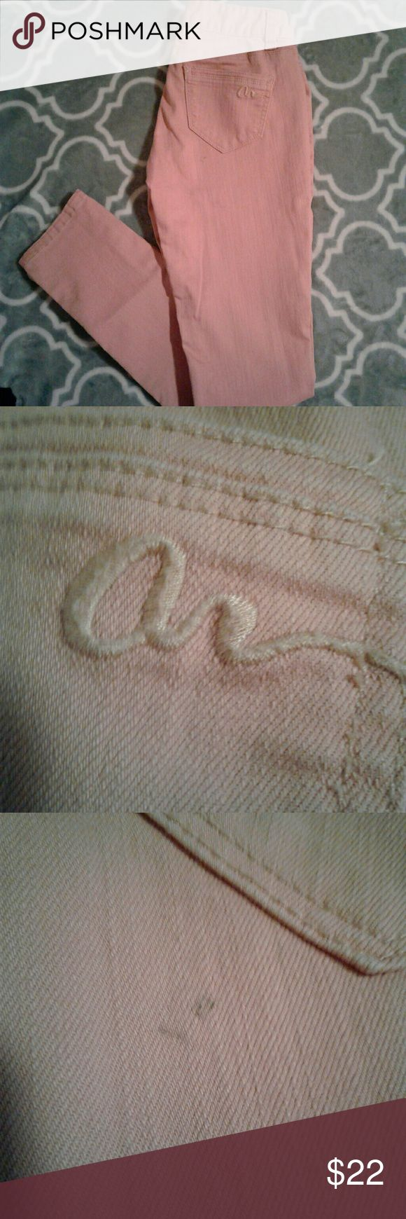 """American Rag skinny Jean Women's very gently pre loved coral/Peach American Rag skinny jeans size S-0. One small blemish will probably come out in the wash, the itam has been in storage.  Beautiful jeans!! Measurements w 13 1/2"""" inseam 28"""" rise 9"""". Thanks for looking! Bundle to save !! American Rag Jeans Skinny"""