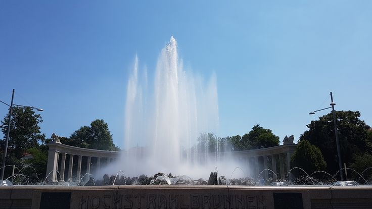 biggest fountain I've ever seen - wien  // dellathings on ig