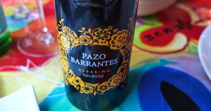 En 2011 Pazo de Barrantes, Albarino. Dejlig, fed smag, blød og velouragtig. Den havde fin friskhed og ren med smagsnuancer i retning af passionsfrugt og grape.
