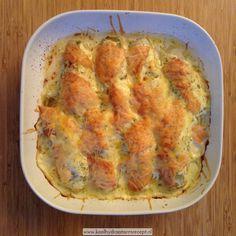 """Witlof met zalm in room is een aanpassing op de bekende """"witlof met ham en kaas uit de oven"""". Nóg veel lekkerder met zalm eigenlijk."""