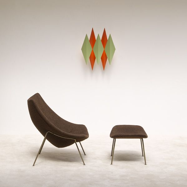Early edition Artifort Oyster chair + ottoman designed by Pierre PAULIN.