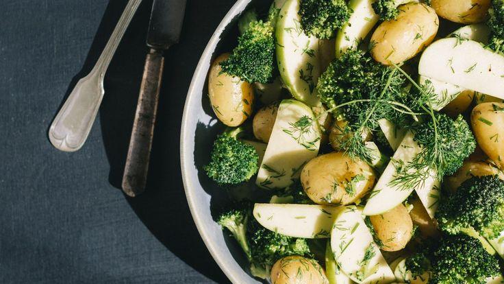 Brokkoli- og potetsalat med sennepsdressing