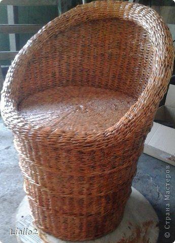 Поделка изделие Плетение Кресло из газеты Бумага газетная Трубочки бумажные фото 1