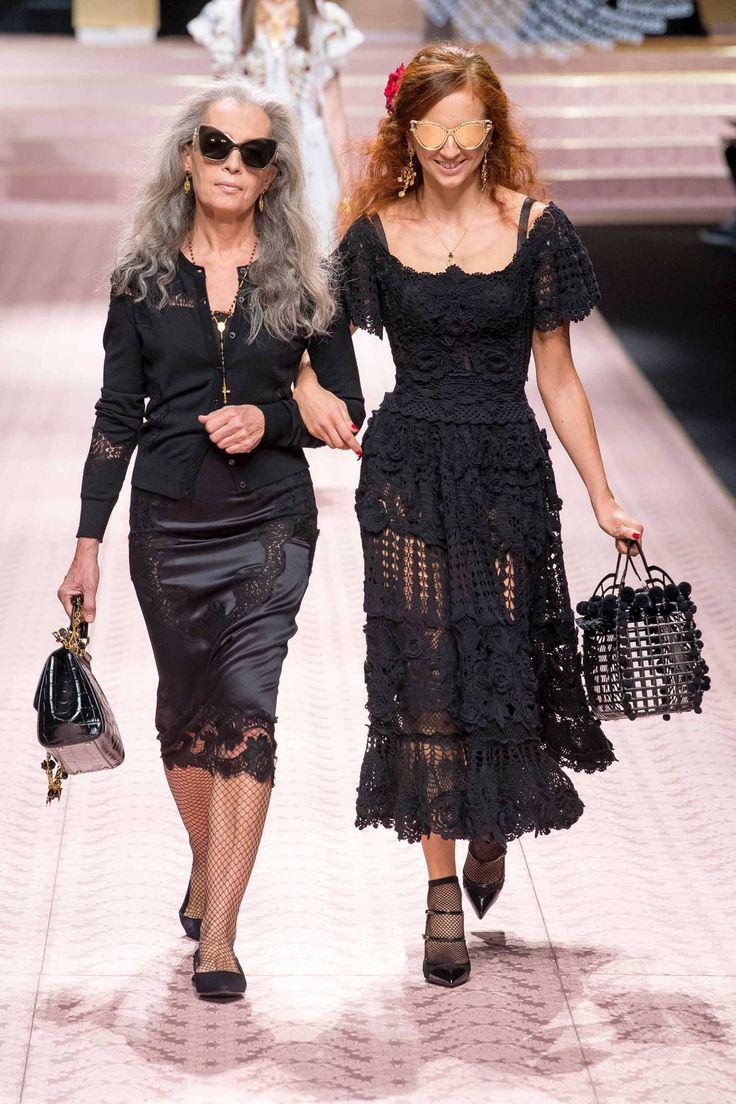 Dolce & Gabbana Spring 2019 Ready-to-Wear Fashion Show Collection: See the complete Dolce & Gabbana Spring 2019 Ready-to-Wear collection. Look 61 High Fashion Trends, Fashion Week, Runway Fashion, Fashion Outfits, Womens Fashion, Milan Fashion, Col Crochet, Look 2018, Dolce Gabbana