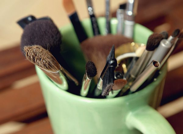 How to clean your brushes.: Beauty Tips, Clean Makeup Brushes, Beauty Skincare, Eye Liner, Cleaning Tips, Beauty Products Ideas, Brush Care