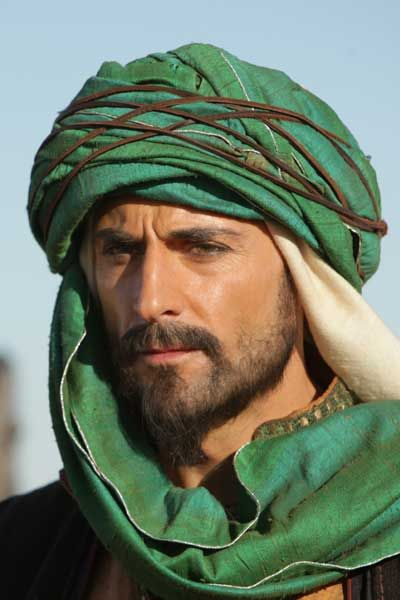 OMG I think he's gorgeous NORMALLY but in this pic - WOW!!!! Mark Strong in Black Gold