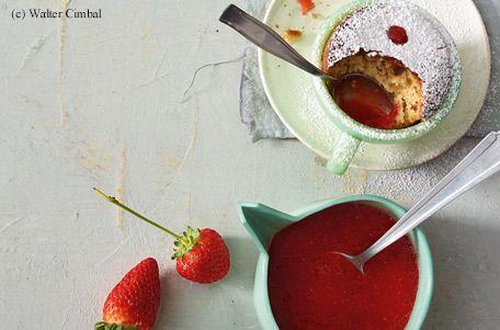 Tassen-Kuchen mit Erdbeerpüree