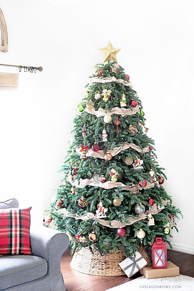 Mistletoe And Holly Christmas Tree Christmas Tree Live Christmas Trees Christmas Holly