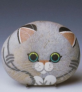 A hand-painted stone cat (signed Fompy) ~ © FIFO THE CAT MUSEUM