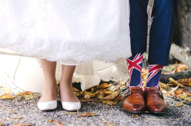 #bruidspaar #schoenen #sokken #bruiloft #trouwen #trouwdag #huwelijk #inspiratie #idee #real #wedding #inspiration Trouwen in Café de Amer in Amen | Photography: Anouk Wubs | ThePerfectWedding.nl