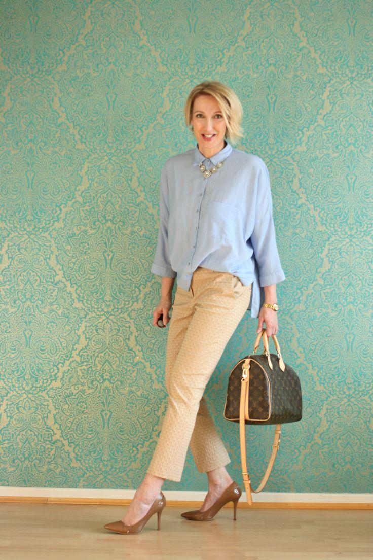 .Kombination mit Jeans-Bluse