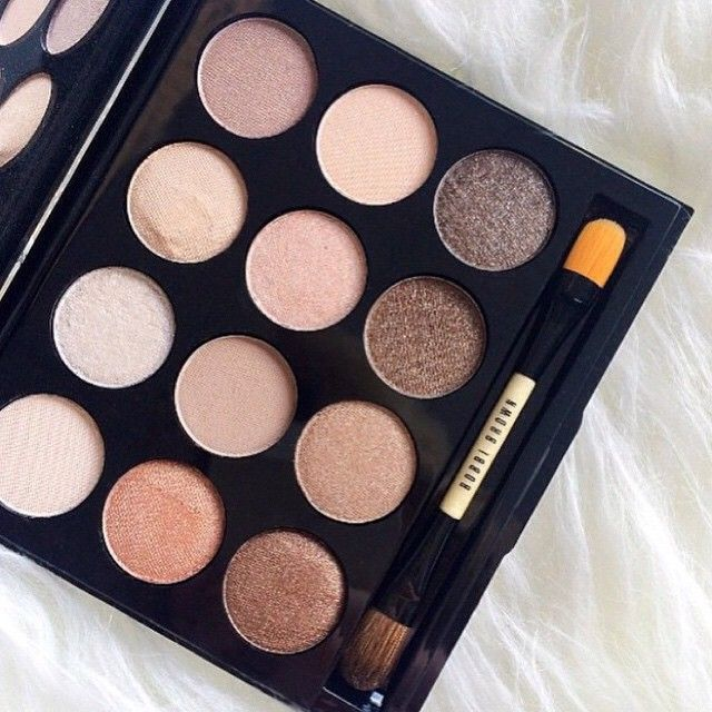 Make those eyes pop! Bobbi Brown Shimmering Sands eye pallette featuring 12 nude…