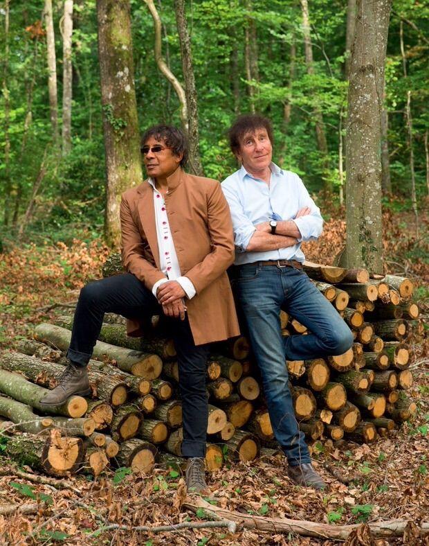 Des hits inégalables, quarante ans de complicité. Alain Souchon et Laurent Voulzy sortent aujourd'hui leur premier album en duo dans une veine poétique. Toujours natures, rêveurs, anti-stars. Sur MyTicket.fr