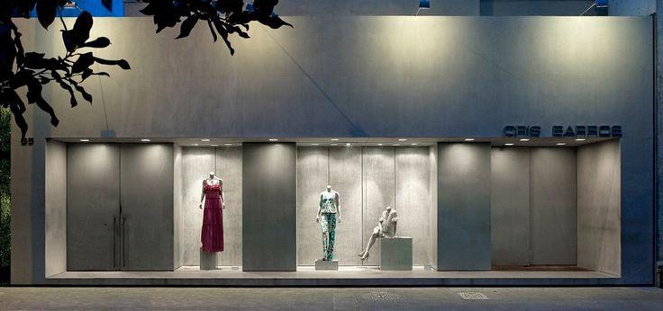 LOJA CRIS BARROS VITTORIO FASANO  FLAGSHIP STORE CRIS BARROS   Fashion Design    Fachada de concreto aparente   Paineis em aço inox perfurado   Concrete Façade    Stainless steel panels