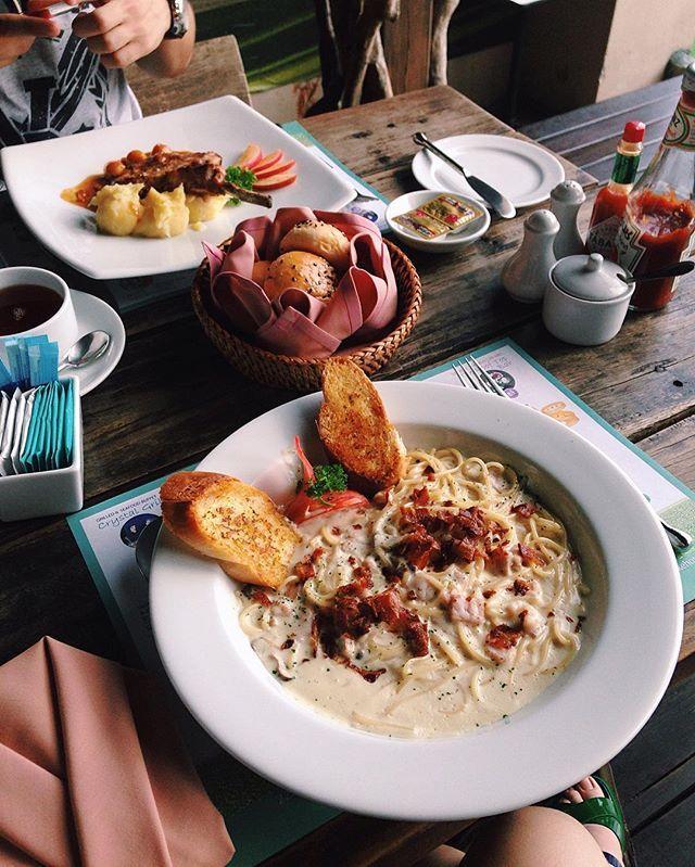 Фото из #Таиланд продолжаются 👌🏻 в Бангкоке в #Baiyoke2 решили европейской кухни, и карбонара оказалась с беконом, ветчиной и...грибами! 😅 все у них по-своему, по-тайски 🙃  #thailand #thai #Bangkok #Baiyoke #skytower #food #foodporn #foodstagram #foodphoto  Yummery - best recipes. Follow Us! #foodporn