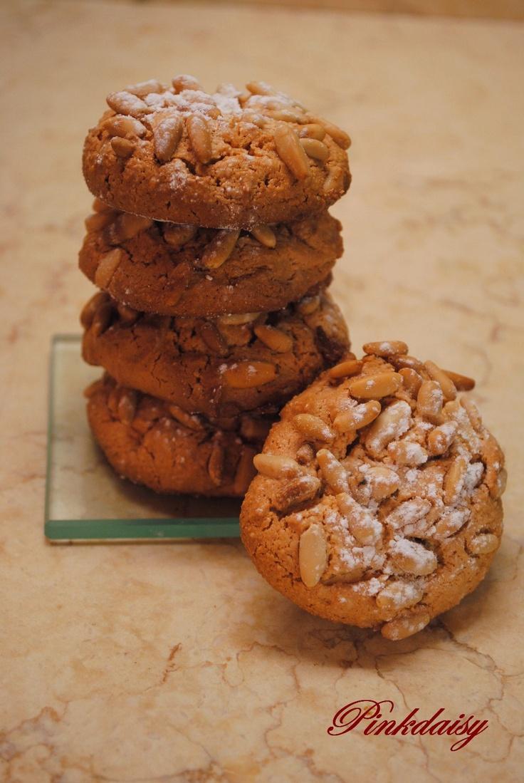 Biscotti con pinoli e mandorle