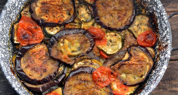 Grillezett zöldségköret recept: Kiváló grillezett zöldségköret húsok mellé a vacsoraasztalra. A zöldségeknél közepes, kb. 200 g-os darabokat választottam. Próbáld ki te is ezt a receptet! ;)