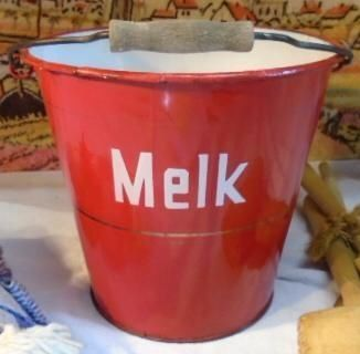 emaille melk emmer / enamel milk bucket ... I would  love to have this for my collection