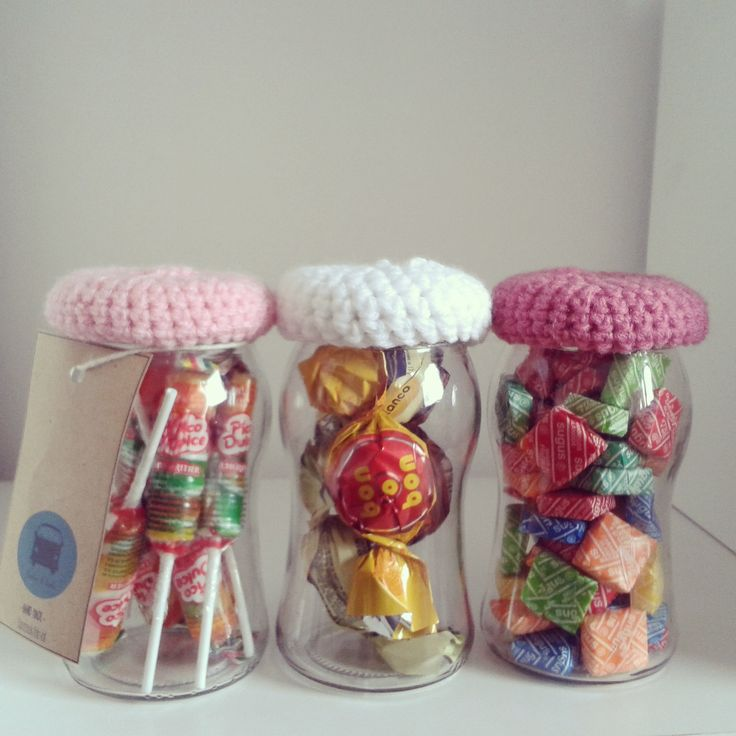 frasco golosinas y tapitas de lana dia del amigo