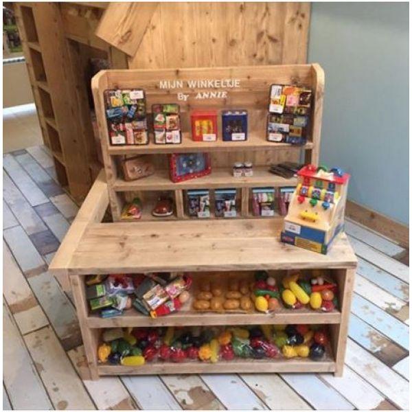 Speelgoedwinkeltje in steigerhout. Een echte eyecatcher voor voor het kind maar ook voor de ouders.Nog volledig in massief hout gemaakt . Oerdegelijk.L100xH100xD85 cmWenst u deze speelgoedwinkel voor kinderen in reallife te zien dat kan u...