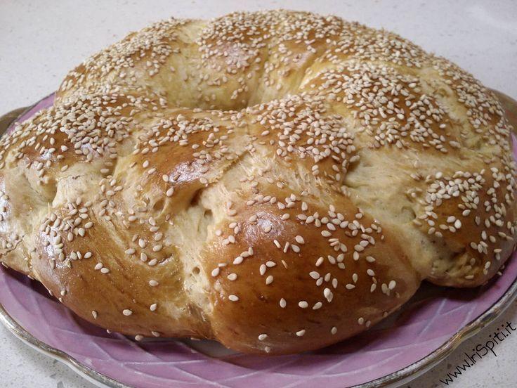 Il Tsoureki è il dolce tradizionale greco per eccellenza nel periodo Pasqule, Un sapore particolare assolutamente da provare.