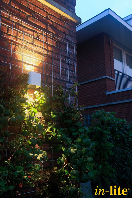 Luxe familietuin   Eigen Huis & Tuin   Tuinverlichting   Wandlamp ACE UP-DOWN WHITE 100-230V   Tuininspiratie   Garden   Outdoor Lighting   in-lite