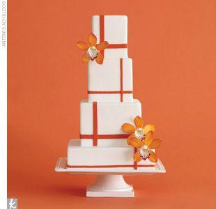 Linear and modern #weddingcake
