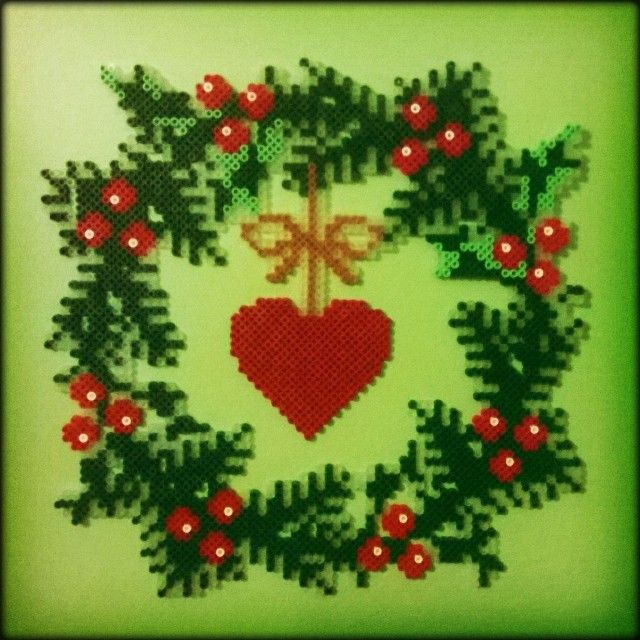 Christmas wreath hama beads by sarttinen