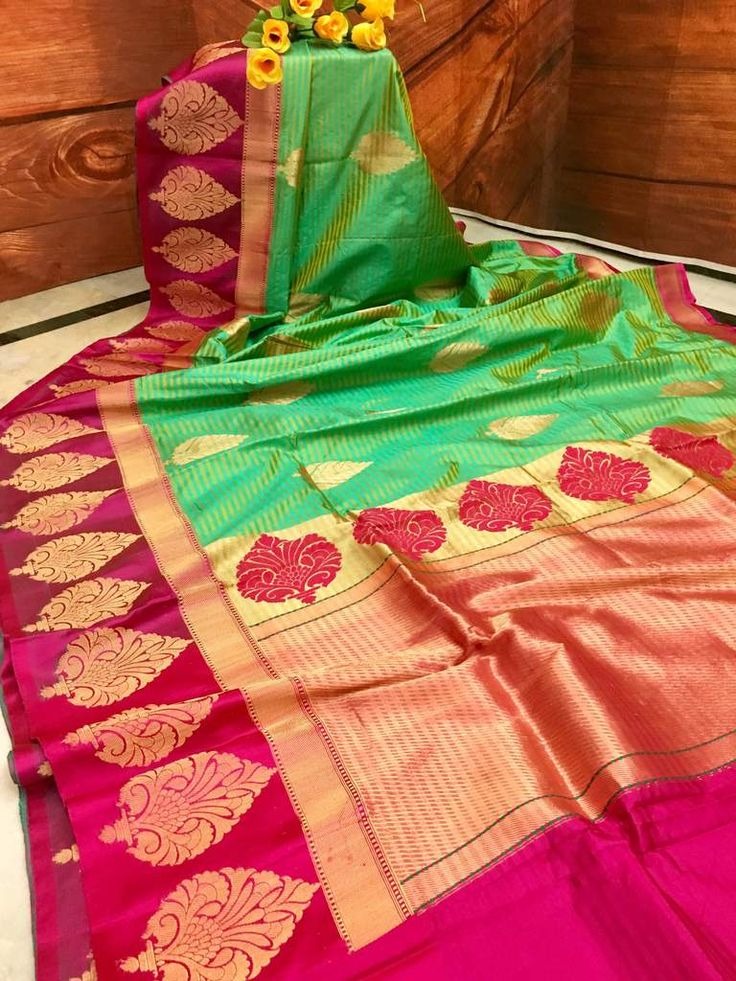Thisfabulous Bright Sea Green color pure Katan Banarasi saree is exclusively crafted and hand picked for you to adorn on special occasions. The fine resham and