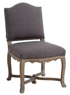 Размер (Ш*В*Г): 56*96*64 Этот великолепный винтажный стул будет органичен как в тщательно продуманном просторном лофте, так и в попурри аксессуаров колониального стиля. Состаренный дубовый каркас элегантно оттеняет льняную обивку цвета грозового облака, а нитка модных заклепок вместо швов не оставляет сомнений: перед Вами роскошная дизайнерская вещь.             Метки: Кухонные стулья.              Материал: Ткань, Дерево.              Бренд: MHLIVING.              Стили: Классика и…