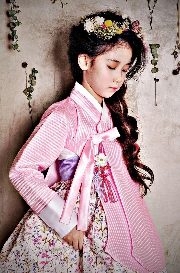 동화 시즌  Hanbok design : 소성희                                                                               Photo : JIJI 박지지                                                                                         Makeup/hair : Zuhui                                                                                           Model : 이레
